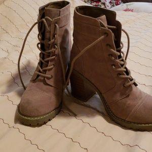 Size 8 tan combat boots